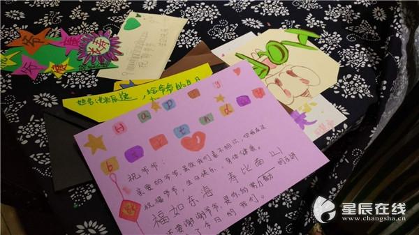 90岁抗战老兵生日不设宴 社区萌娃手工为老人制作特殊生日礼物