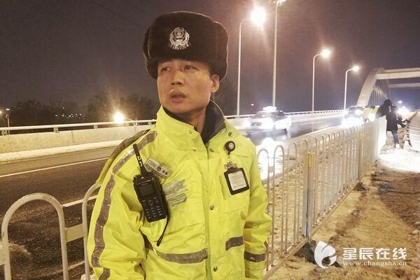 为了明天的畅通④丨[20:36]浏阳河大桥:交警携