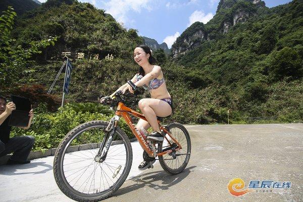 湖南张家界举行彩骑活动