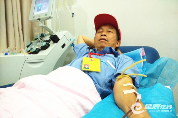 长沙公交司机义务献血13年 带动身边人志愿服务