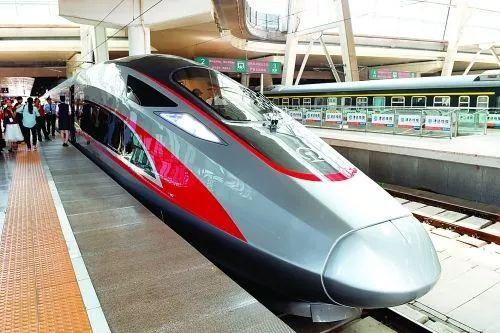 """我们""""复兴号""""时速350公里   是世界高铁商业运营速度最快的国家"""