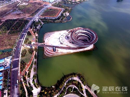 高空俯瞰长沙梅溪湖城市岛双螺旋观景平台