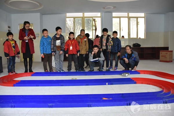 竞赛设立现场制作,车模型拼装竞速,手掷橡筋动力飞机,空气动力车,动脑