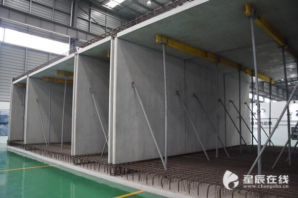 (远大住工生产车间内已经生产好的装配整体式管廊.
